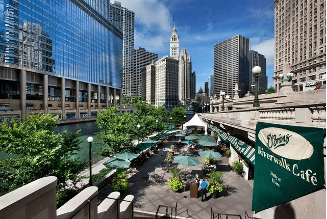 Carefree Boat Club Waterfront dining and a day of boating go hand in hand in Chicago!